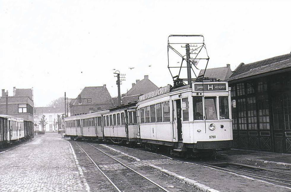 Tram_Station_2018-10-11.jpg